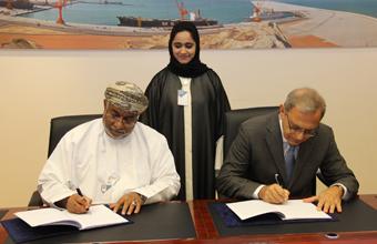 توقيع اتفاقية الخدمات الاستشارية للإشراف على إنشاء ميناء الصيد البحري