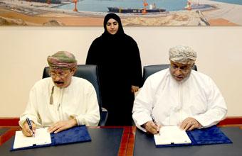 """هيئة المنطقة الاقتصادية تمنح """"ترك عمان"""" حق الانتفاع بالأرض لتشييد مركز للخدمات اللوجستية بالدقم"""