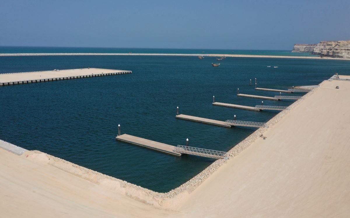 المنطقة الاقتصادية الخاصة بالدقم تعلن إنجاز ميناء الصيد البحري وتسلمه إلى جهاز الاستثمار